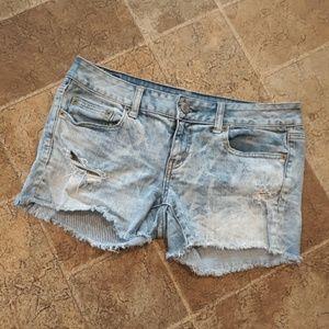 AEO women's size 8 acid wash distressed jean short